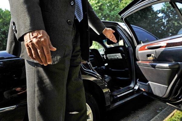 Арендовать авто в СПБ с водителем